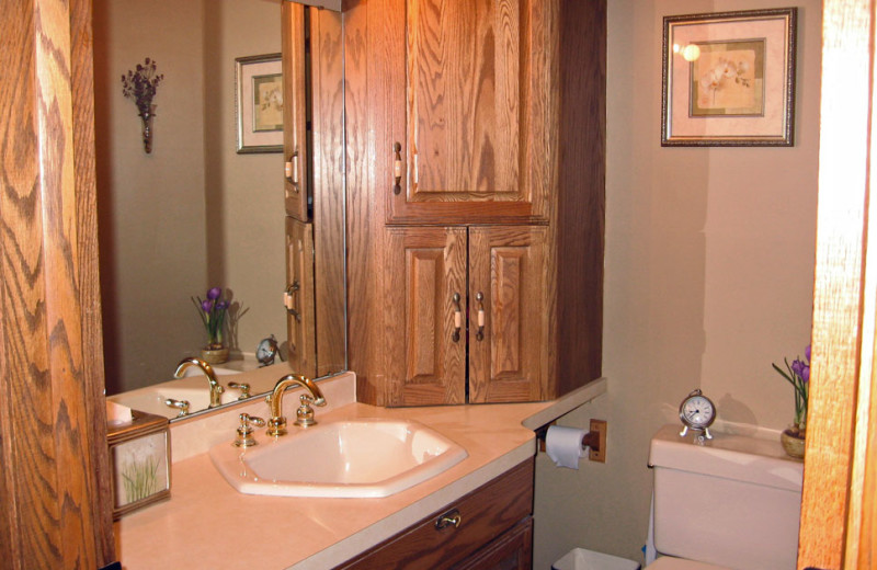 Rental bathroom at Northwoods Vacation Lodgings.