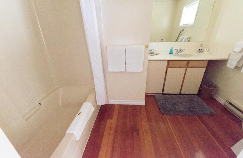 Guest bathroom at Ocean Wilderness Inn & Spa Retreat.
