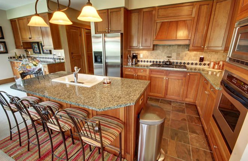 Vacation rental kitchen at SummitCove.