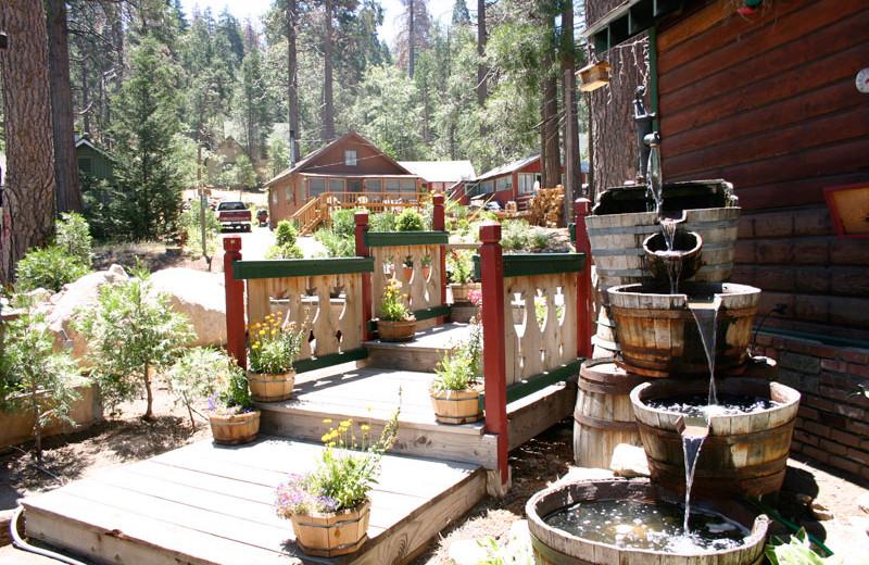 Fountain at Arrowhead Pine Rose Cabins.