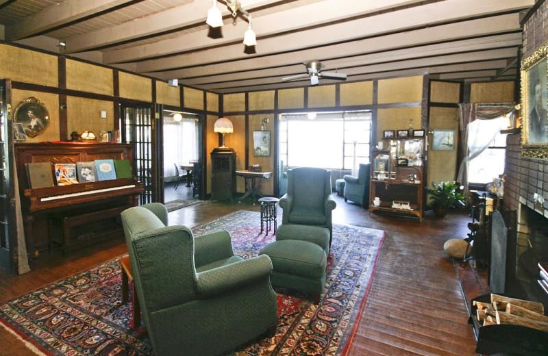 Interior view of Spicer Castle Inn.