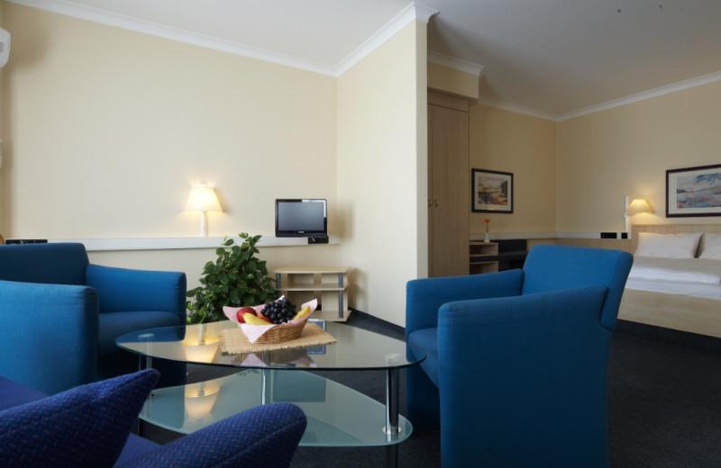 Guest room at InterCityHotel Erfurt.