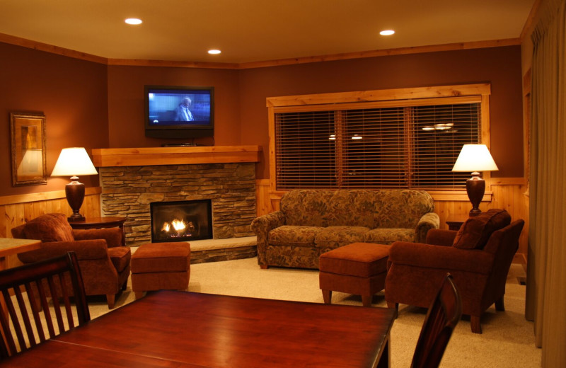 Guest living room at Ruttger's Bay Lake Lodge.
