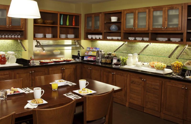 Breakfast room at Hyatt Place Austin.