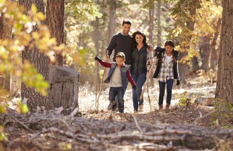 Family hiking at Aspen Ridge.