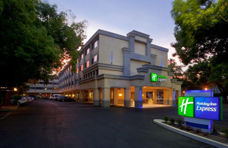 Exterior view of Holiday Inn Express Downtown Sacramento.