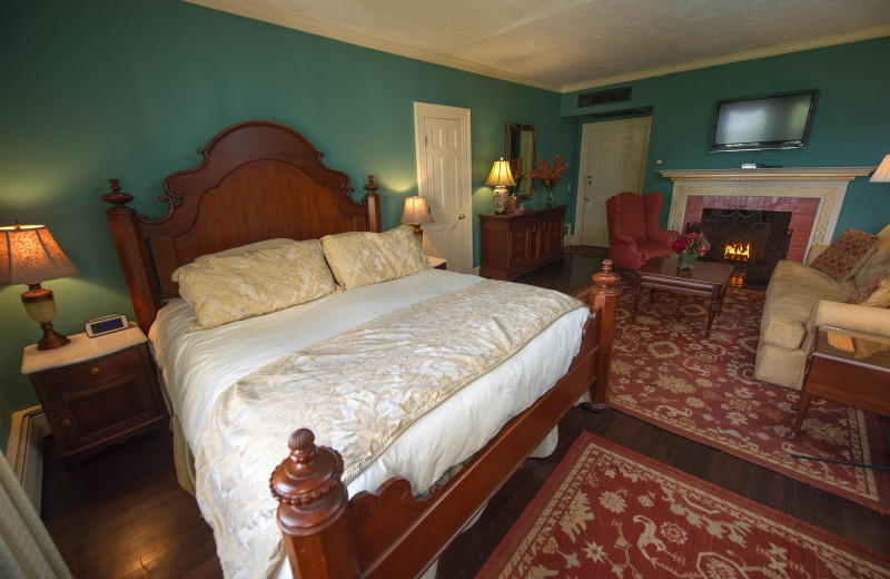 Guest bedroom at Balance Rock Inn.