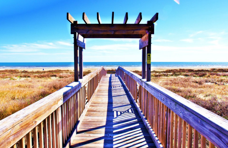 Boardwalk to the beach at Ryson Vacation Rentals.