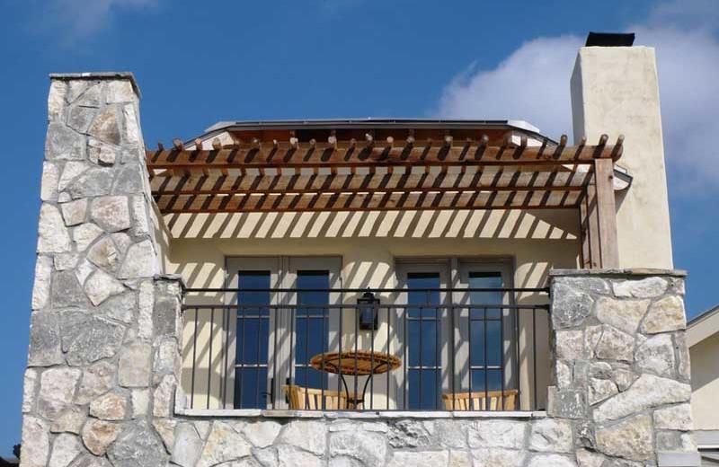 Exterior view of Stablewood Springs Resort.