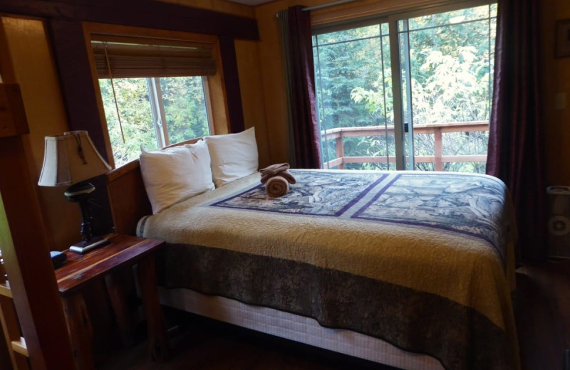 Guest room at Kenai River Drifter's Lodge.