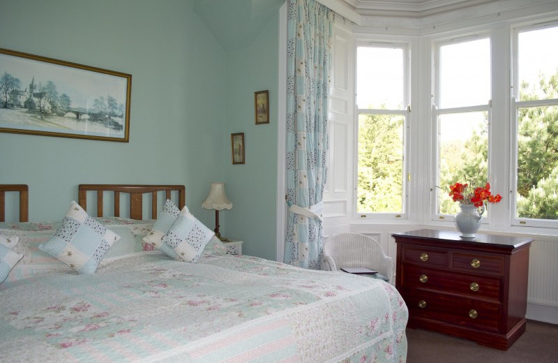 Guest room at Nivingston Country House.