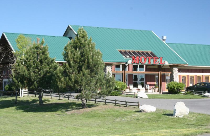 Exterior view of Elkhorn Mountain Inn.