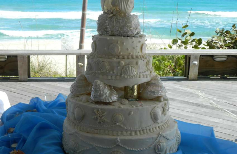 Wedding cake at Crowne Plaza Melbourne Oceanfront Resort.