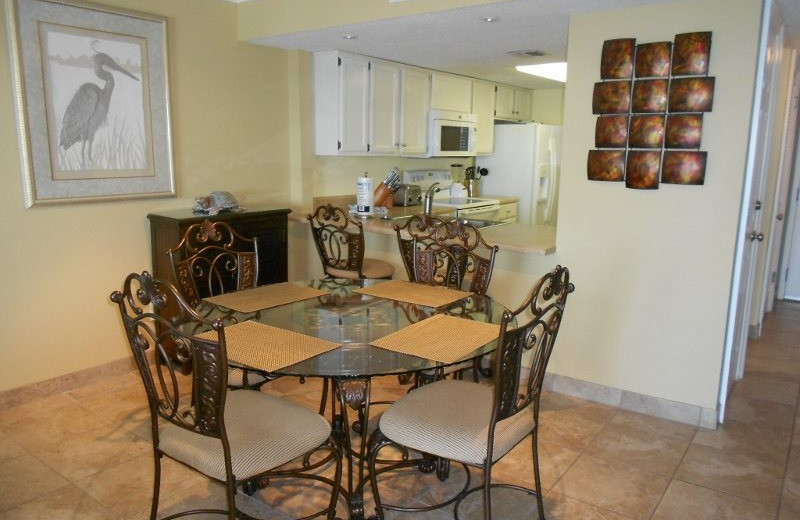 Rental kitchen and dining at Moonspinner Condominium.