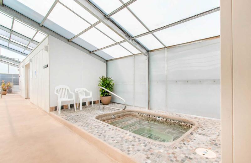 Hot tub at Surfrider Resort.