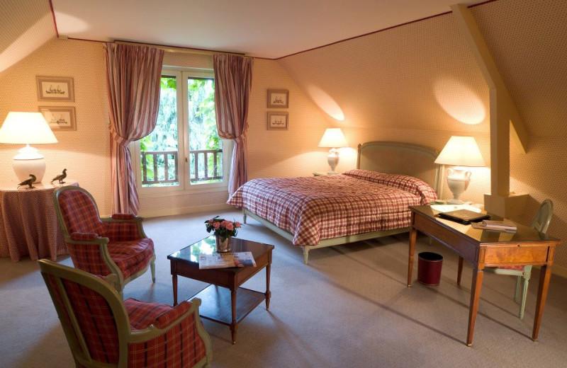 Guest room at Auberge des Templiers.