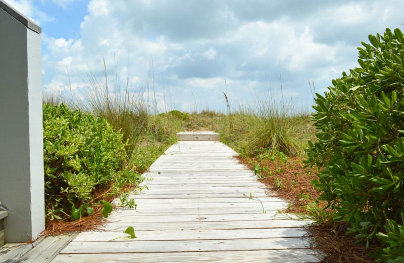 Rental boardwalk at East Islands Rentals.