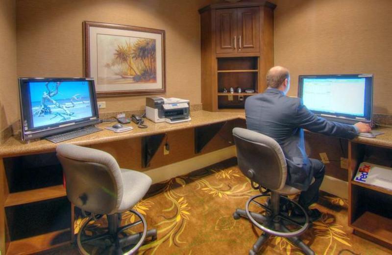 Computers at Hampton Inn & Suites Jekyll Island.