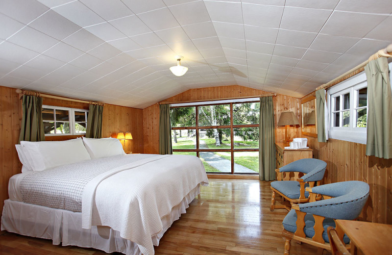 Cabin bedroom at Killarney Mountain Lodge.