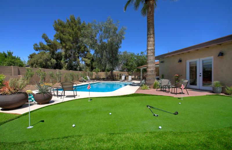 Rental golf putting at Arizona Vacation Rentals.