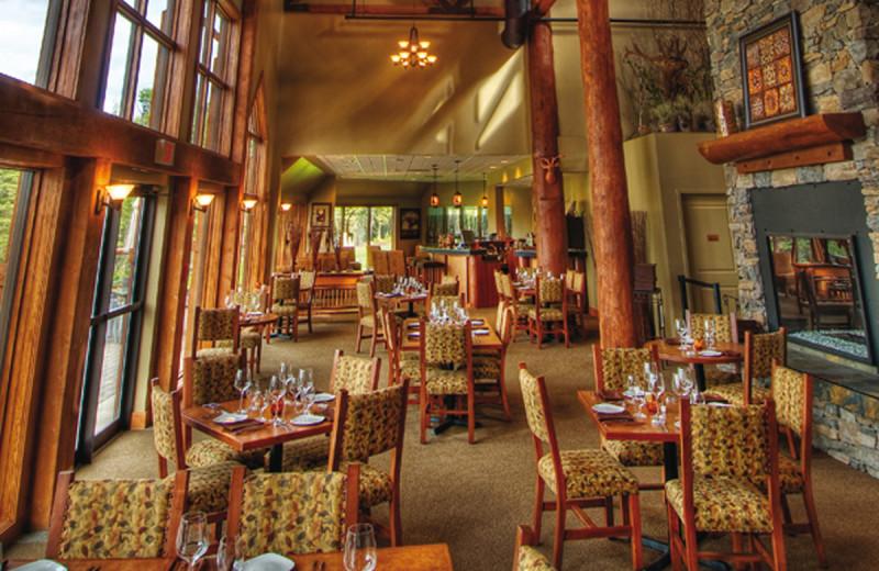 Dining at Elk Ridge Resort.