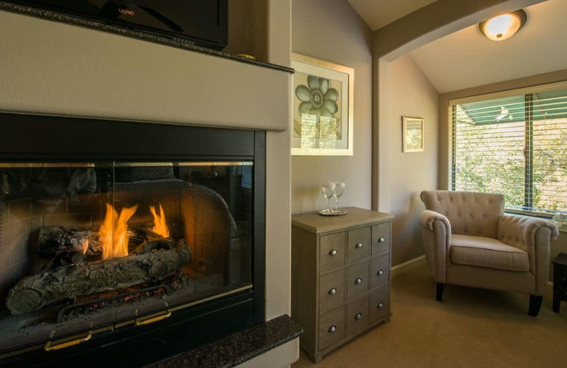 Guest room at Inn On Oak Creek.