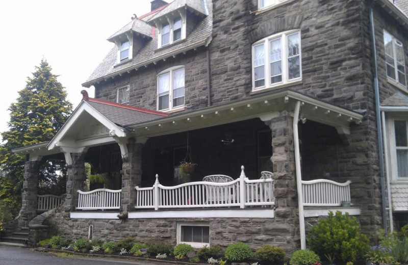 Exterior view of Silverstone Bed & Breakfast.