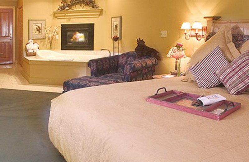 King Jacuzzi Suite at Inn on the Creek