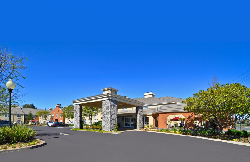 Exterior view of Ivy Hotel Napa Valley.