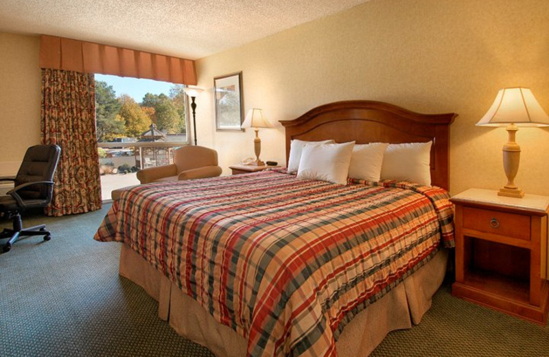 Guest room at Red Lion Hotel Kelso/Longview.