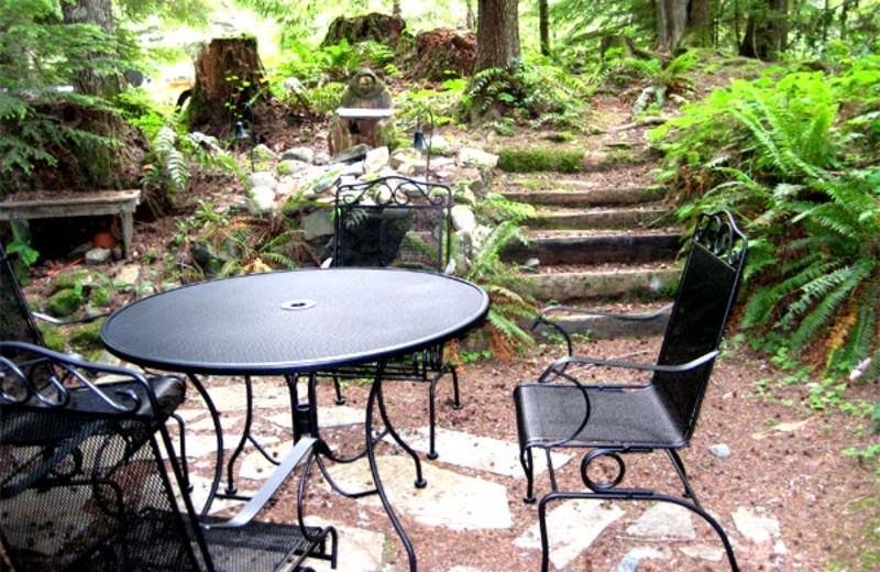 Outdoor patio at Three Bears Lodge.