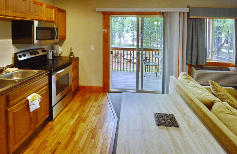 Guest room with kitchen at Murphy's River Lodge.