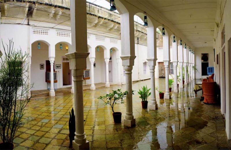 Courtyard at Piramal Haveli.