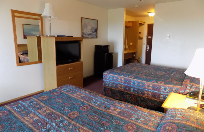 Guest bedroom at Chautauqua Lodge.