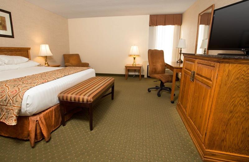 Guest room at Drury Inn Rolla.