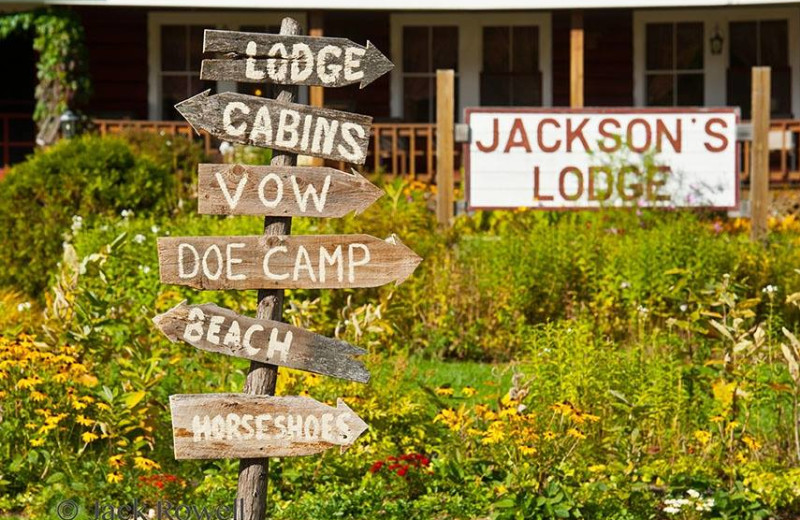 Exterior view of Jackson's Lodge and Log Cabins.