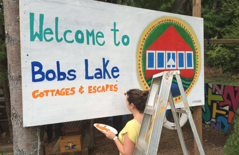 Welcome sign at Bobs Lake Cottages.