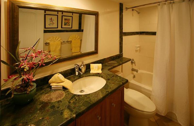 Vacation rental bathroom at Maui Vacation Rentals.