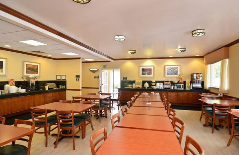 Continental Breakfast at Quality Inn and Suites Biltmore East