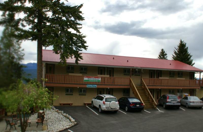 Exterior view of Rocky Mountain Springs Lodge.