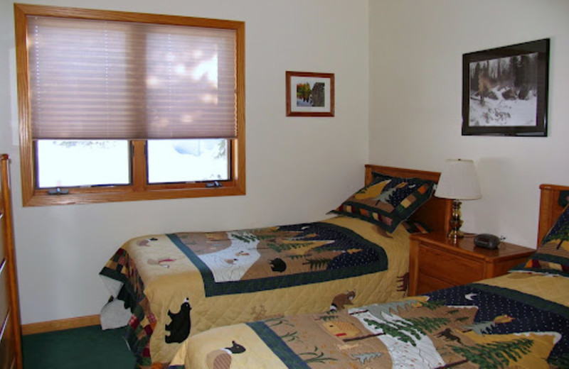 2 Bedroom guestroom at Mountain View Lodges.