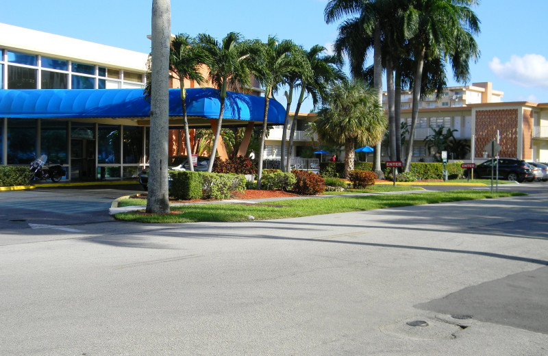 Exterior view of Knights Inn Hallandale Beach.
