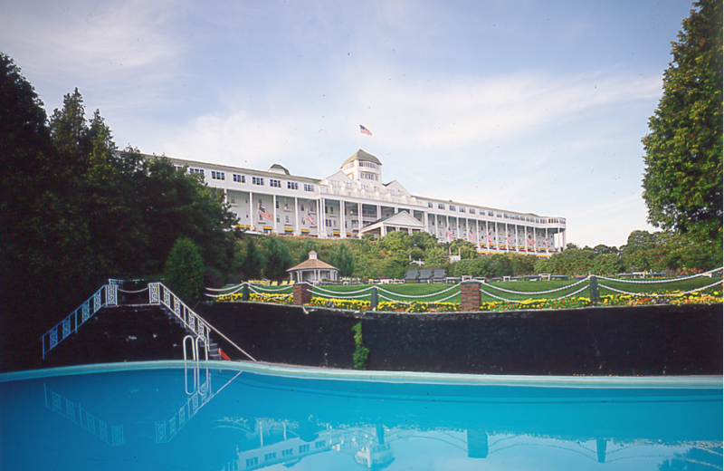 Grand hotel mackinac island mi resort reviews for Hotels in fort william with swimming pool