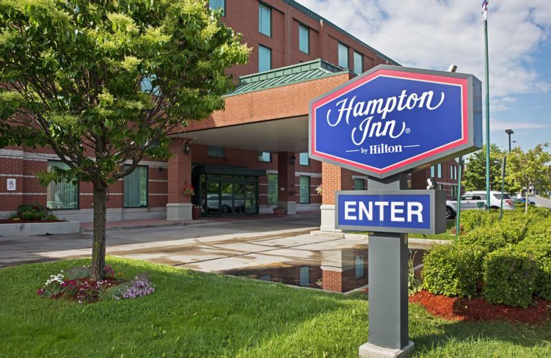 Exterior view of Hampton Inn Ottawa.