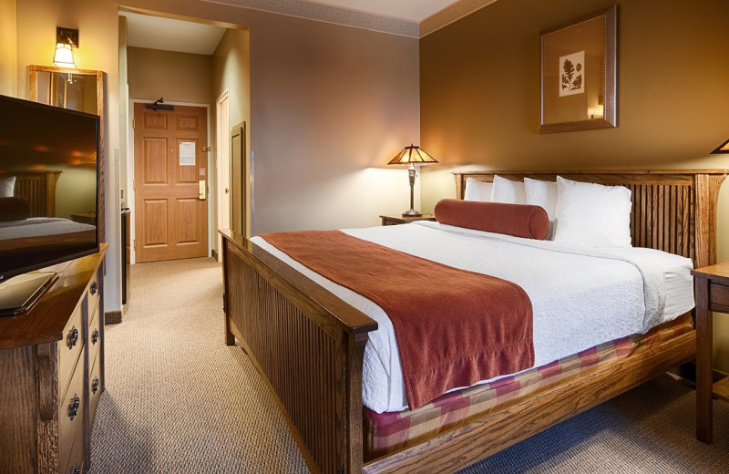 Guest room at Best Western Plus Sunset Suites Riverwalk.