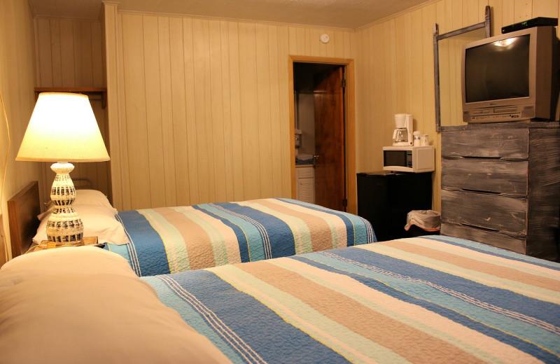 Guest bedroom at Lynnhurst Family Resort.