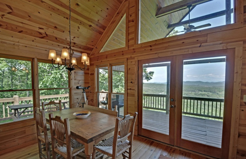 Cabin dining room at Mountain Top Cabin Rentals.
