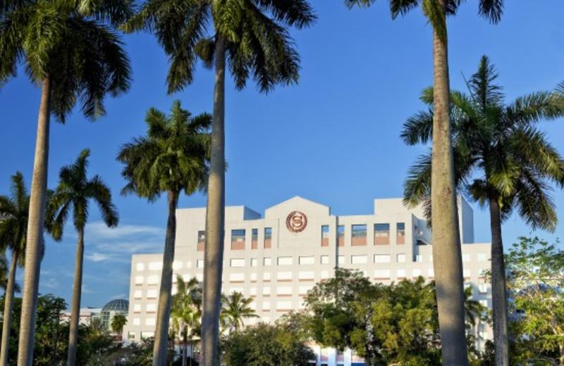 Exterior view of Sheraton Suites Plantation, Ft. Lauderdale West.