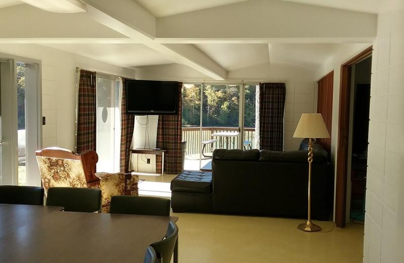 Guest living room at Lynnhurst Family Resort.