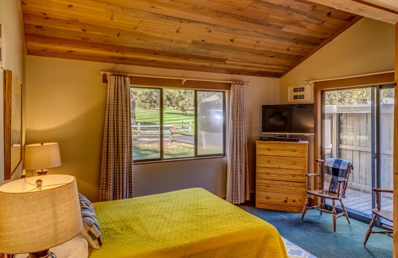 Guest bedroom at Black Butte Ranch.
